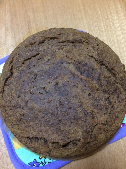 色が悪いけれど~。モリンガとリンゴ小豆のケーキ。大豆粉・完全粉をメイン使用。糖質の小麦粉は最低限に。
